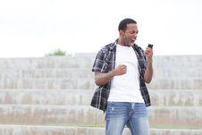 Free Man Screaming At His Cellphone Royalty Free Stock Photos - 21005718