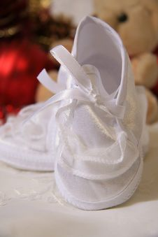 Free White Baby Shoes Royalty Free Stock Image - 21007076