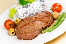Free New York Strip Steak With Vegetables Stock Photo - 21008870