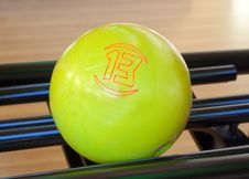Free Yellow Bowling Ball Number Thirteen Royalty Free Stock Photo - 21009065