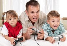 Free Happy Family Playing A Video Game Royalty Free Stock Photography - 21009727