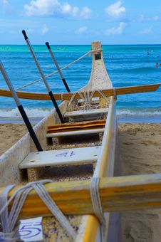Free Canoe Beached On Waikiki Beach Royalty Free Stock Images - 21012949