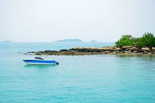 Free Boat In The Sea Royalty Free Stock Photography - 21014407