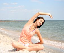 Free Young Woman Doing Yoga Royalty Free Stock Photos - 21014718
