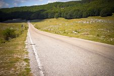 Country Road Through Hills Royalty Free Stock Images