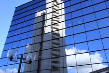 Free Office  Building And Reflection In Its Windows Stock Photography - 21015102