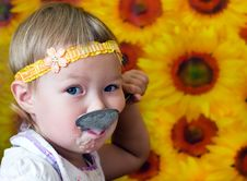 Free Kid Eating Stock Photography - 21015172