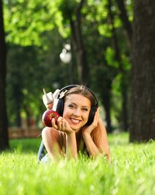 Free Woman With Headphones Royalty Free Stock Photo - 21017965