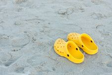 Free Bright Yellow Flip-flops On Sand Beach Royalty Free Stock Photography - 21018137