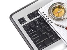 Free Computer Keyboard And Pen Royalty Free Stock Images - 21023689