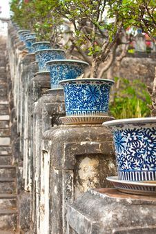 Free Antique Willow-ware Decorated On Garden Stock Image - 21028341