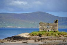 Free Ruins Of Castle On The Beach. Ireland Royalty Free Stock Photos - 21030208