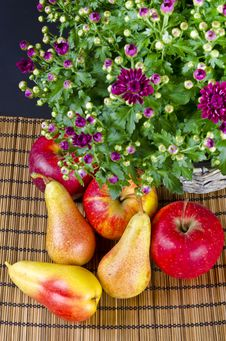 Free Fruit With Flowers Royalty Free Stock Photos - 21030568