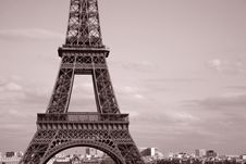 Free Eiffel Tower In Black And White Stock Photo - 21031280