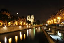 Free Seine River Of Paris With Notre Dame Background Royalty Free Stock Photo - 21032305
