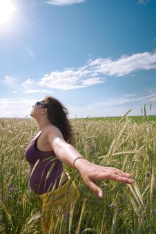 Free Pregnant Woman On Green Grass Field Under Blue Sky Royalty Free Stock Images - 21034219