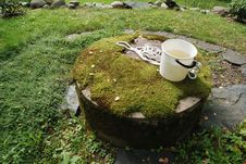 Free Typical Concrete Water Well With Moss Stock Photos - 21035593