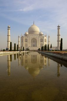 Free Taj Mahal Reflecting In The Pond. Royalty Free Stock Images - 21037129
