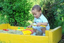 Free Baby Plays In Sandbox Royalty Free Stock Image - 21039496