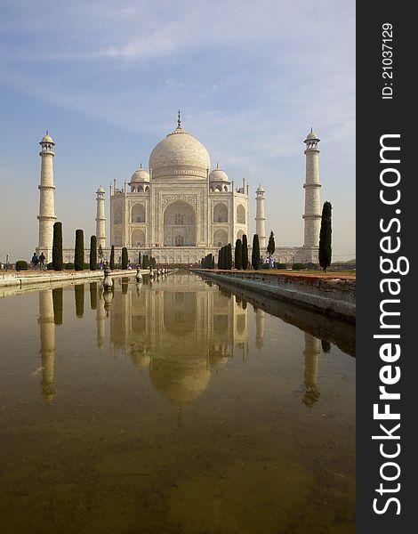 Taj Mahal reflecting in the pond.