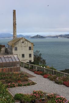 Free Alcatraz Powerhouse And Garden Royalty Free Stock Image - 21043906