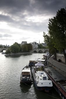 Free Ile De La Cite, Paris Royalty Free Stock Photo - 21044015