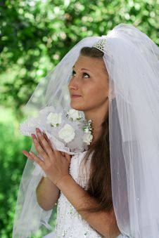 Free Bride With Bouquet Royalty Free Stock Image - 21044866