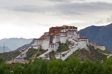 Free Potala Palace And Cloudscape Stock Photo - 21048170