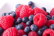 Free Rasberries And Blueberries Royalty Free Stock Photography - 21048217