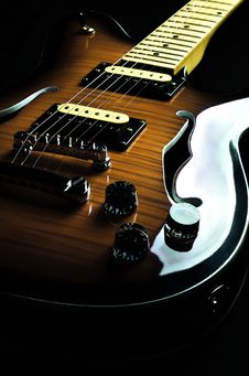Free Vintage Guitar 01 Royalty Free Stock Photo - 21050145