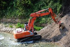 Free Excavator In The River Royalty Free Stock Image - 21057196