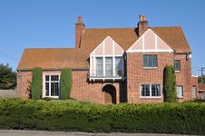 Free Single Family House Two Storys With Driveway Stock Photos - 21060933