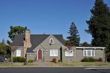 Free Single Family House One Story With Driveway Stock Images - 21060934