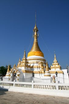 Free Golden Pagoda Royalty Free Stock Image - 21072116