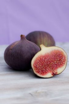 Free Three Figs And A Half Lying On A Table Stock Photos - 21078423