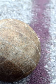 Free Old Volleyball Is On The Line Royalty Free Stock Images - 21080119