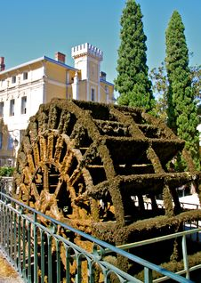 Free Antique Water Wheel. Provence, France Royalty Free Stock Photo - 21080785