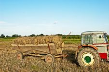 Free Baling Hay In Filed Stock Images - 21081074