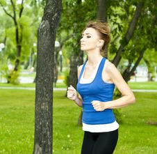 Free Young Woman Jogging In The Park In Summer Royalty Free Stock Photography - 21081427