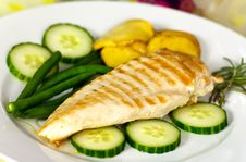 Stock Photo: Grilled Chicken Breast With Green Bea Royalty Free Stock Photos