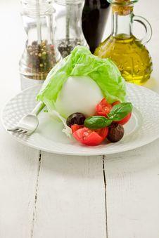 Free Buffalo Mozzarella With Wrapped Lettuce Stock Photo - 21086600