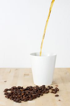 Free Coffee Beans And Cup Royalty Free Stock Images - 21088219