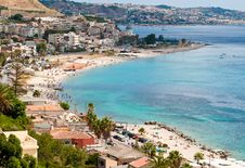 Free Tourists On The Beaches Of The Strait Of Messina Royalty Free Stock Images - 21089739