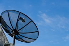 Free Big Satellite Dish And Blue Sky Royalty Free Stock Photos - 21090108