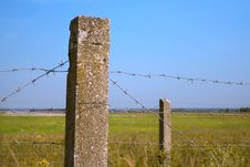 Free Fence Of Barbed Wire Stock Photo - 21093210