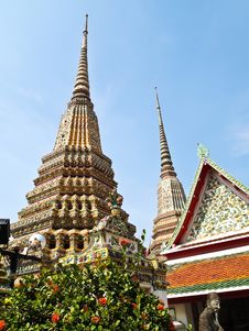 Free Ancient Pagoda At Wat Pho , Bangkok Royalty Free Stock Photos - 21098388