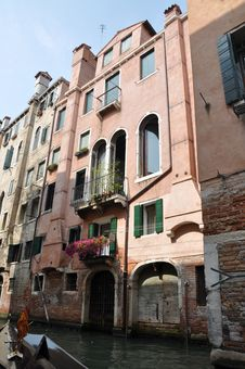 Free Facades Of Residential Homes In Italy Royalty Free Stock Photo - 21099475