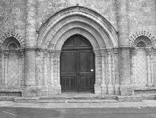 Free Portal Af A Church In St.-george-d Oleron, France Royalty Free Stock Image - 2110236
