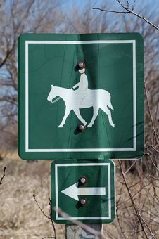 Free Equine Trail Sign Royalty Free Stock Photos - 2112778