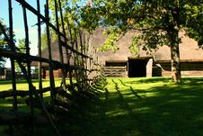 Free Fence And Log Hut Royalty Free Stock Images - 2112939